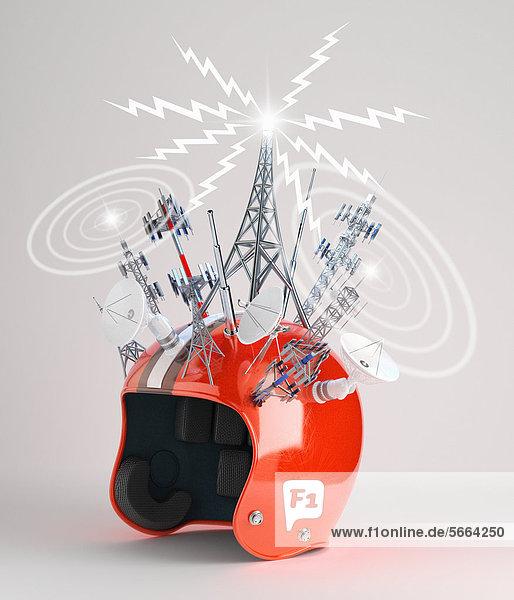 Motorradhelm mit Antennen und Funktürmen