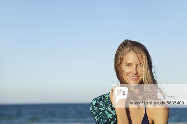 Junge Frau im Bikini  Portrait