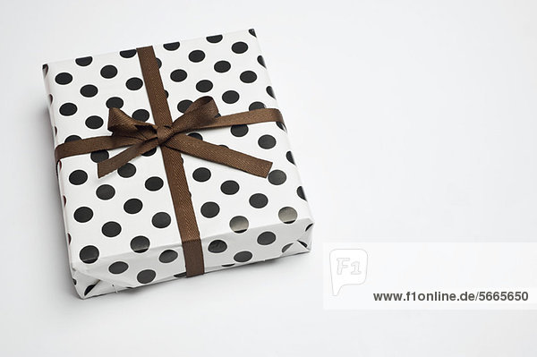 Festlich verpacktes Geschenk
