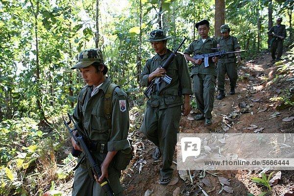 nahe Mensch Menschen Ergebnis Soldat Dorf Siedlung Myanmar 200 Grenze Linie Thailand