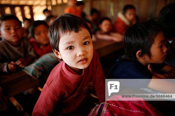 nahe Mensch Menschen Ergebnis Dorf Close-up Schule (Einrichtung) Siedlung Myanmar 200 Grenze