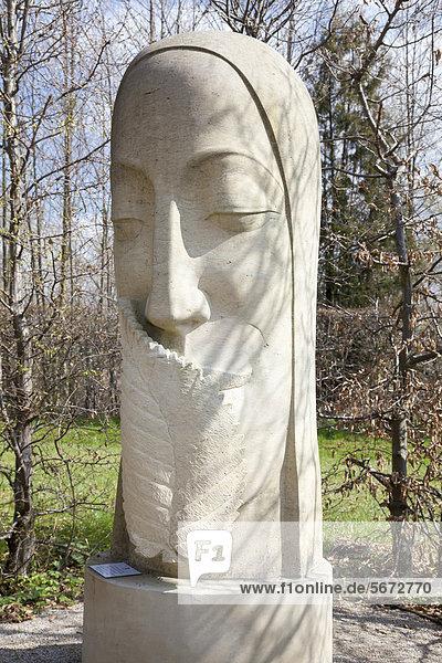 Skulptur im Klostergarten  Kloster Neuzelle  Brandenburg  Deutschland  Europa
