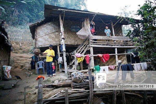 Wohnhaus camping Dorf Ansicht 3 sprechen Ethnisches Erscheinungsbild Lifestyle Mitglied Ar Flüchtling Thailand