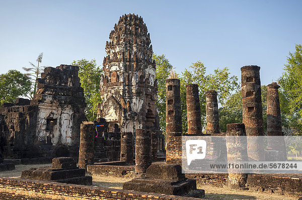 Khmer style prang or tower  Wat Phra Phai Luang temple  Sukhothai Historical Park  UNESCO World Heritage Site  Northern Thailand  Thailand  Asia
