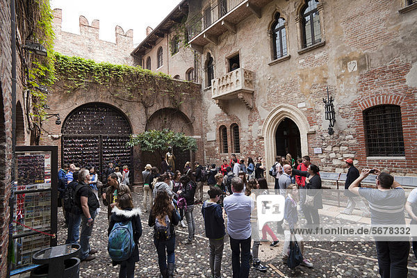 Europa Wohnhaus Tourist Venetien Innenhof Hof Italien Verona