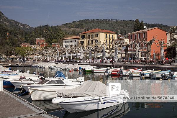 Boats moored in the harbour  promenade with Villa Albertini  Garda  Lake Gara  Lago di Garda  Veneto  Italy  Europe  PublicGround