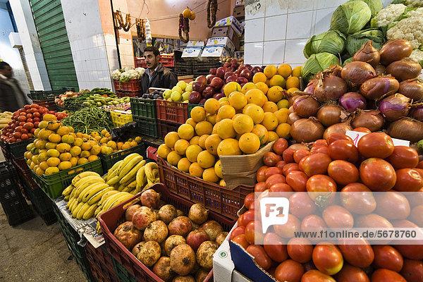 Obst- und Gemüsestand  Gemüsemarkt in Tripolis  Libyen  Afrika Obst- und Gemüsestand, Gemüsemarkt in Tripolis, Libyen, Afrika