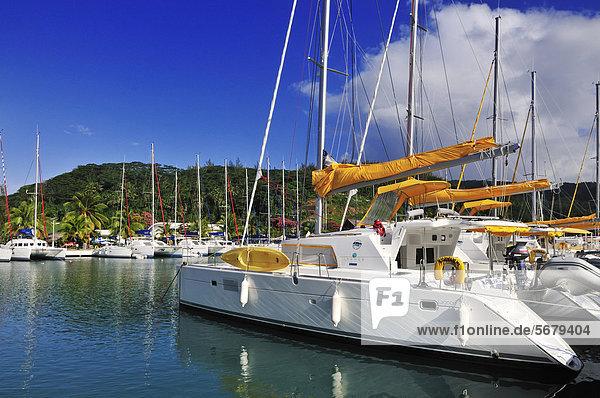 Raiatea  Jachthafen Vairahi Bay  Inseln unter dem Wind  Gesellschaftsinseln  Französisch-Polynesien  Pazifischer Ozean