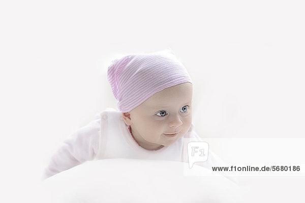 Weibliches Baby mit Kopftuch