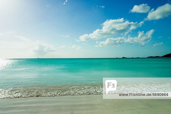 Ruhige Szene von Strand und Meer  Antigua