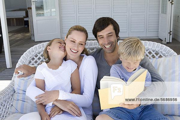 Zusammenhalt  Couch  vorlesen