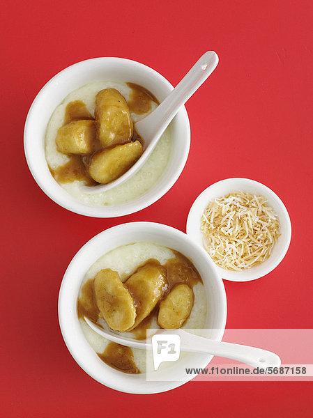 Schalen mit Bananen-Sago