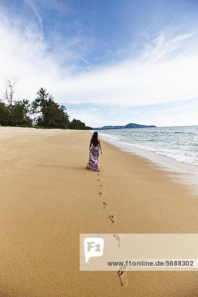 Frau  Strand  Produktion  Sand  Fußabdruck