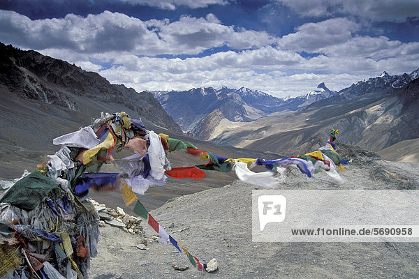 Prayer flags flying in the wind  Sisir La or Sisir Pass  Zanskar  Ladakh  Jammu and Kashmir  Indian Himalayas  North India  India  Asia