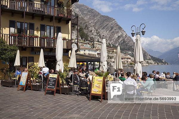 Restaurant an der Seeterrasse  Limone sul Garda  Gardasee  Lombardei  Italien  Europa  ÖffentlicherGrund