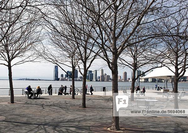 Christopher Street Pier  Hudson River Park  hinten Jersey City  Bundesstaat New Jersey  Manhattan  New York City  New York  Vereinigte Staaten von Amerika  USA