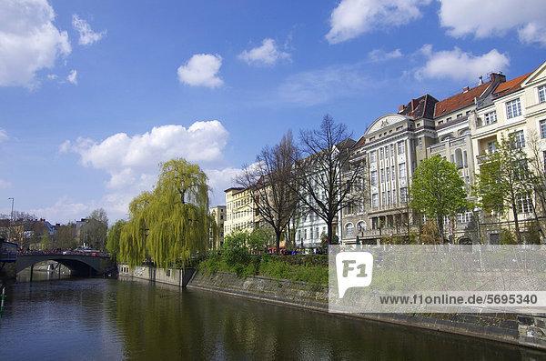 Landwehrkanal  Paul-Lincke-Ufer  Kreuzberg  Neukölln  Berlin  Deutschland  Europa