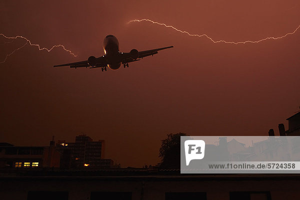 Deutschland  Offenbach  Ansicht des Blitzes mit Flugzeug