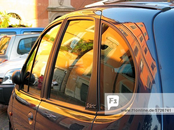 buildings reflected in renault scenic car window in trastevere, rome Y5G-1716488