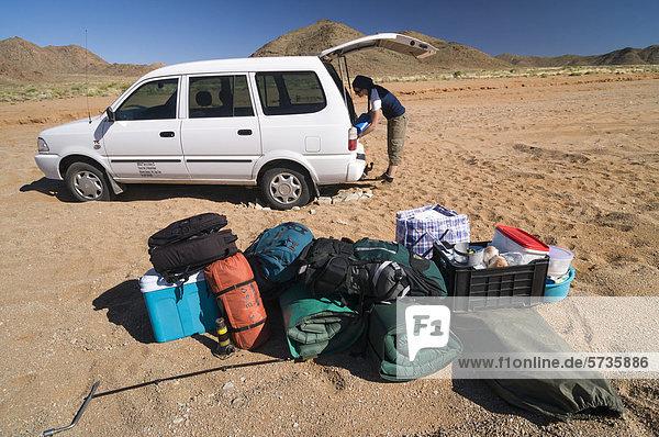 Gepäck  Auto steckt im Sand fest  Richtersveld National Park  Nordkap  Südafrika  Afrika