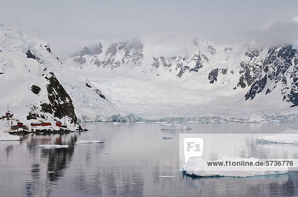 Bahia Paraiso  Paradise Bay  Antarktische Halbinsel  Antarktis