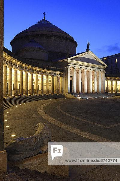 Nacht Quadrat Quadrate quadratisch quadratisches quadratischer Basilika Kampanien Italien Neapel