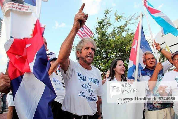 Vereinigte Staaten von Amerika  USA  arbeiten  Rebellion  Vielfalt  Besuch  Treffen  trifft  Musiker  Entdeckung  Verbindung  Präsident  Kuba  kubanisch  Florida  Miami  protestieren