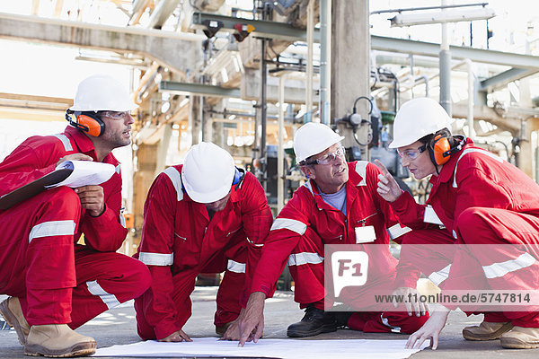 arbeiten  Blaupause  Öl  Raffinerie
