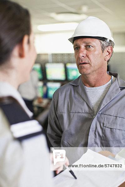 sprechen  arbeiten  Sicherheit  Personal  Bewachung