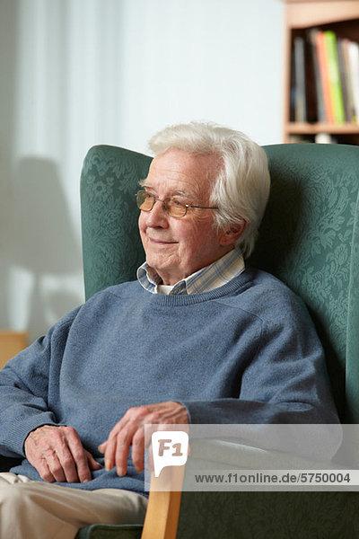 älterer Mann in Sessel  Portrait