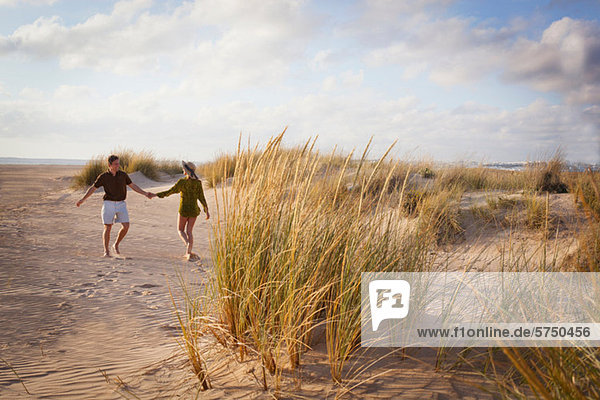 Strand halten Mittelpunkt Erwachsener