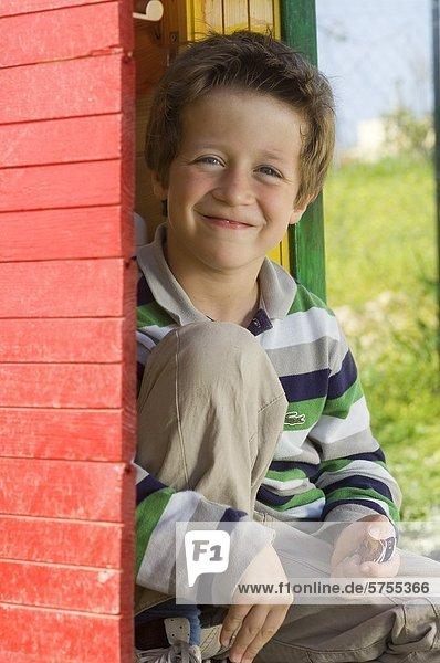 Junge lächelt in die Kamera  Portrait