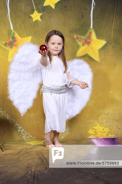 Little girl  three years  dressed as an angel