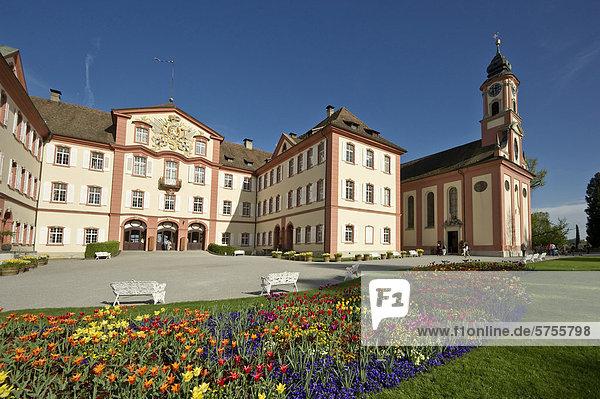 Die barocke St. Marienkirche und Schloss  Insel Mainau  Baden-Württemberg  Deutschland  Europa