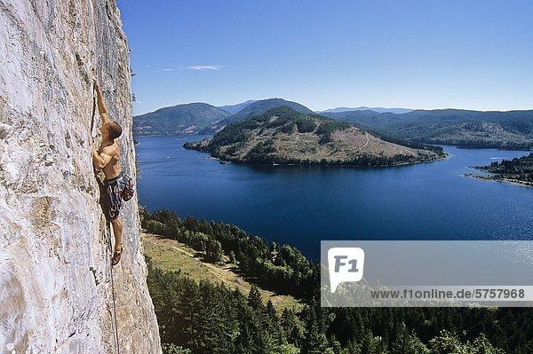 Klettern über Horne See  Vancouver Island  British Columbia  Kanada.