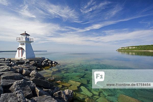 durchsichtig transparent transparente transparentes Wasser Leuchtturm blau Bruce Peninsula Nationalpark Bucht Kanada Ontario
