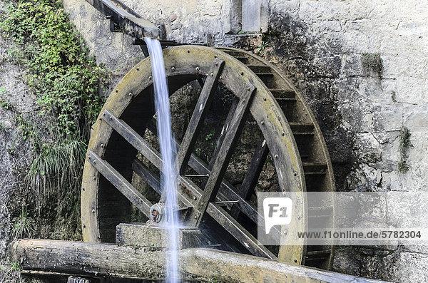 Wasserrad der Mühle Mulinetto della Croda,  Ausflugsgaststätte,  Norditalien,  Europa