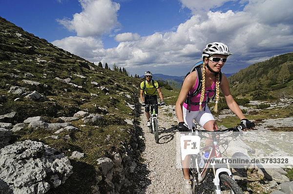 Mountainbiker  Eggenalm  Reit im Winkl  Chiemgau  Bayern  Deutschland  Europa