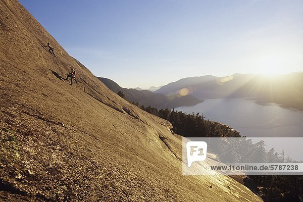 Berggipfel Gipfel Spitze Spitzen Squamish unterhalb British Columbia Kanada Chefin