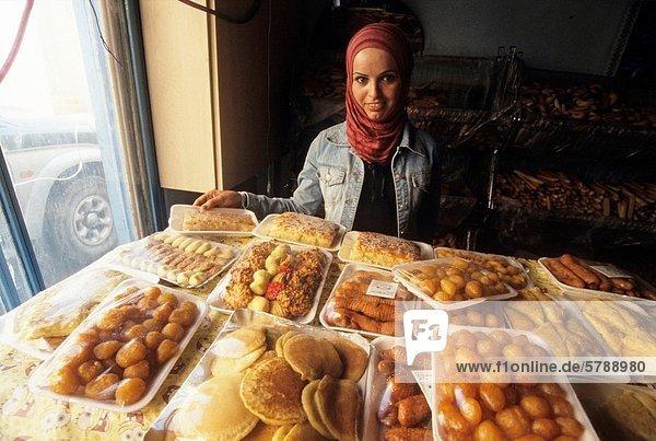Frau  Kuchen  jung  Laden  Naher Osten  Asien  Petra