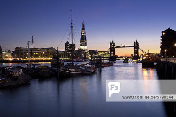 The Shard und Tower Bridge bei Nacht  London  England  Großbritannien  Europa