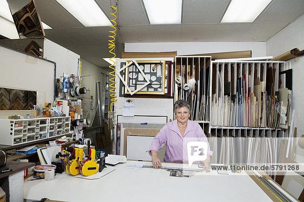 Porträt des Inhabers eines leitenden in der Werkstatt