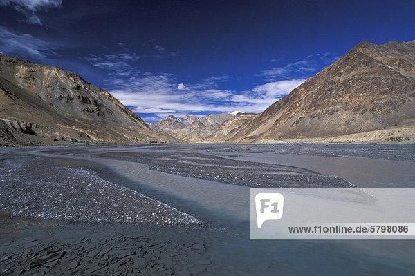 Tal des Pare oder Paru Chhu bei Norbu Sumdo  Kibber-Karzok-Trek  Himachal Pradesh  indischer Himalaya  Nordindien  Indien  Asien