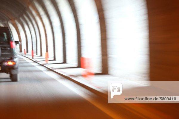 Auto in einem Tunnel  München  Bayern  Deutschland