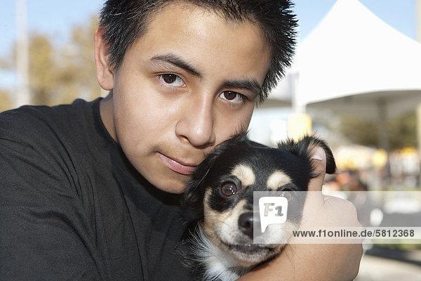 Jugendlicher Junge - Person Hund Close-up close-ups close up close ups