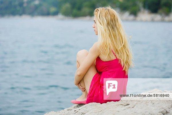 Wasserrand  Frau  jung  hübsch