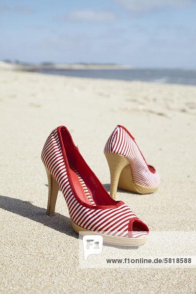 High Heel Schuhe am Sandstrand