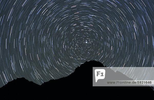 Blick auf den Berg in Nepal bei Nacht