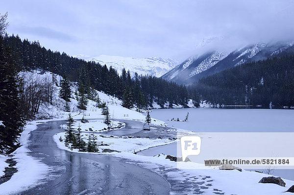 Nationalpark Fernverkehrsstraße See 2 vorwärts Banff