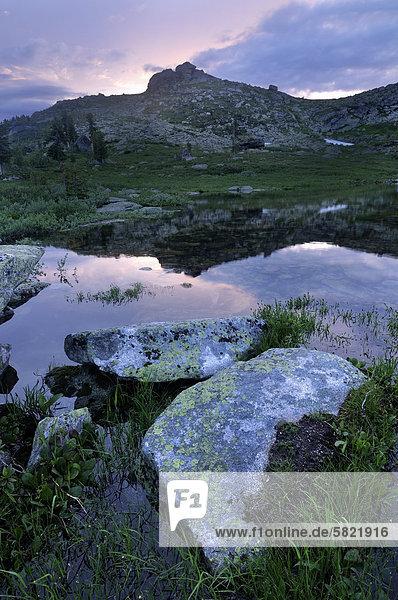 Nishnjaja Buibinskoe See in der Dämmerung